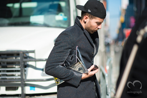 006mitograph-Man-Silver-Clutch-Bag-New-Era-Cap-New-York-Fashion-Week-2013-2014-Fall-Winter-NYFW-Street-Style-Shimpei-Mito-3071.jpg
