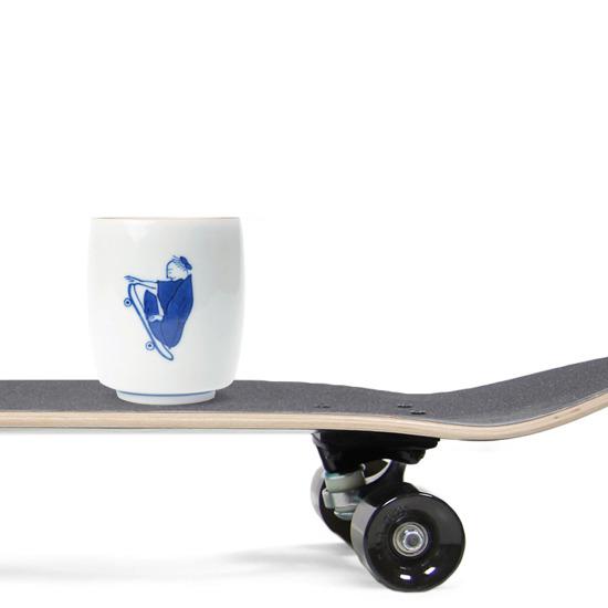 上出長右衛門(カミデチョウエモンガマ)の湯呑 笛吹(スケートボード)-NONE(キッチン/kitchen)-14-53139-0 詳細画像2