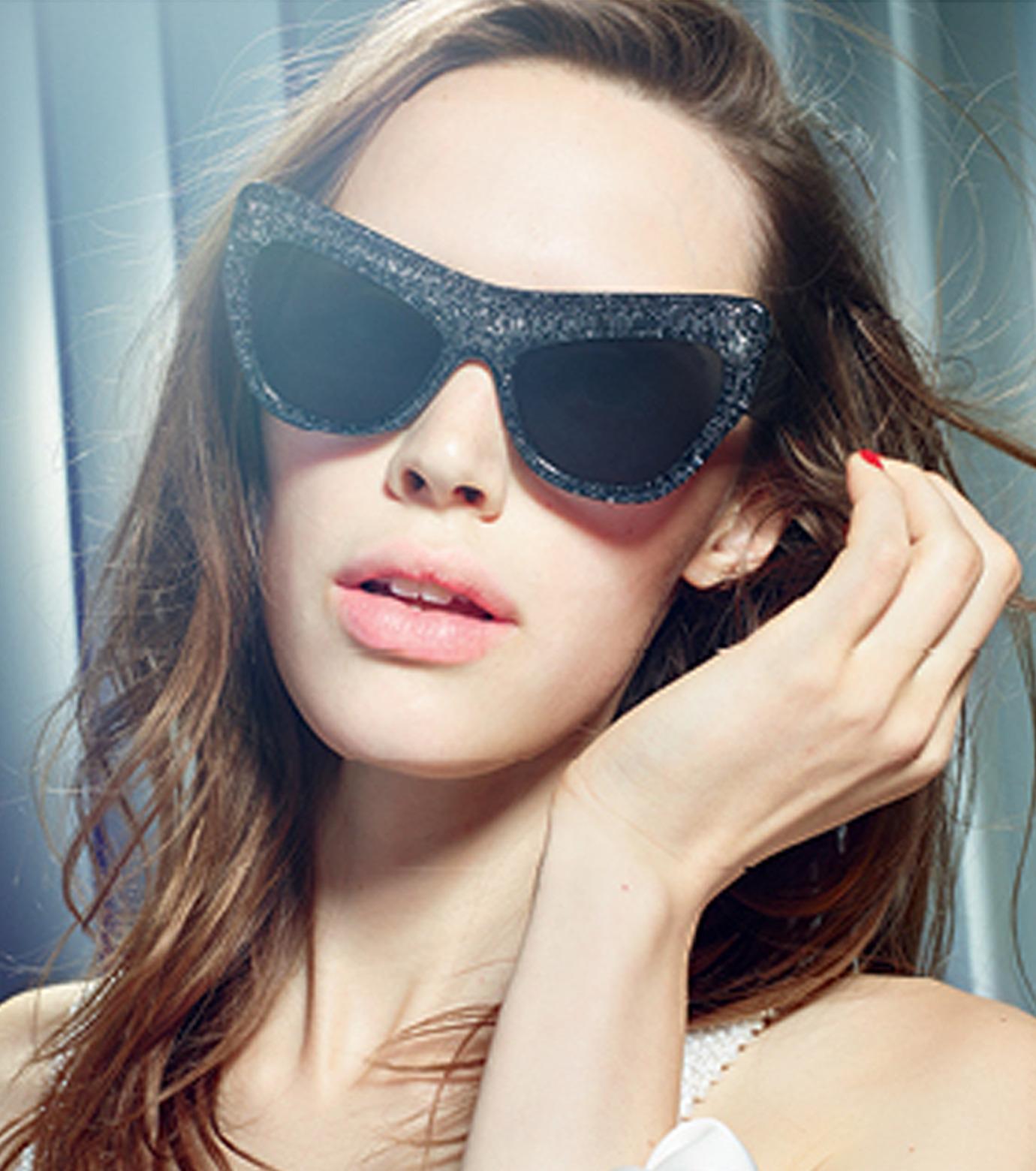 Adam Selman×Le Specs(アダム・セルマン×ル・スペックス)のPlaygirl -Black Glitter / Smoke Mono--GUNMETAL(アイウェア/eyewear)-1502065-6 拡大詳細画像4