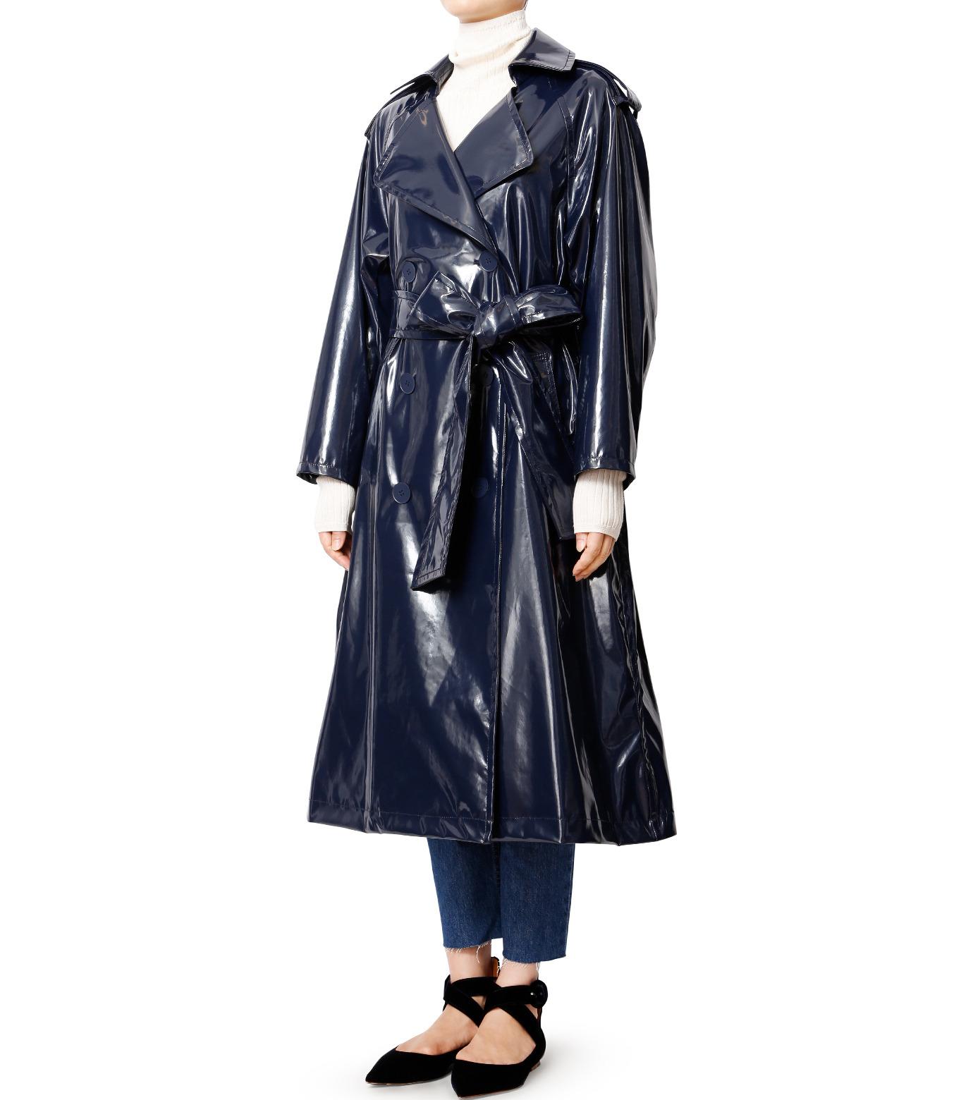 LE CIEL BLEU(ルシェルブルー)のフェイクエナメルレディトレンチコート-NAVY(コート/coat)-18A69408 拡大詳細画像1
