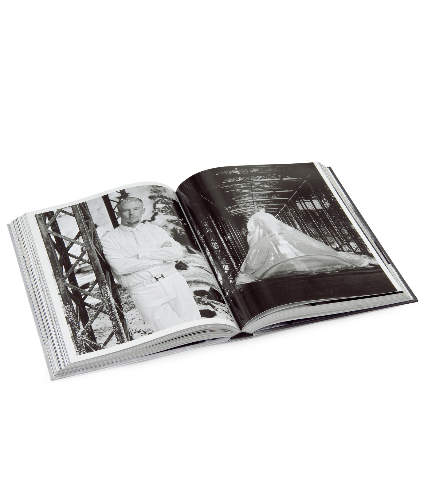 ArtBook(アートブック)のLove looks not with the eyes: thirteen years with lee alexander mcqueen.-GRAY(インテリア/OTHER-GOODS/interior/OTHER-GOODS)-4197-0448-2-11 拡大詳細画像5
