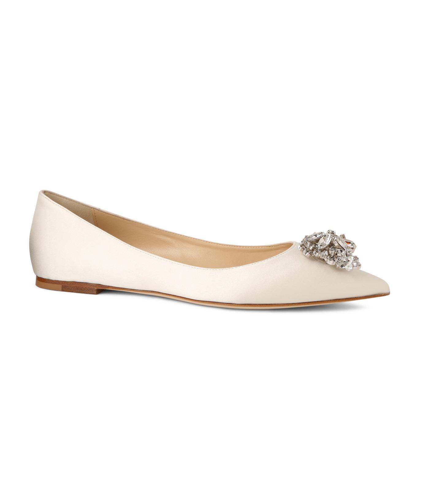 Jimmy Choo(ジミーチュウ)の010STV Satin Flat w/Crystal Brooch-WHITE(フラットシューズ/Flat shoes)-ALINA-5 拡大詳細画像1